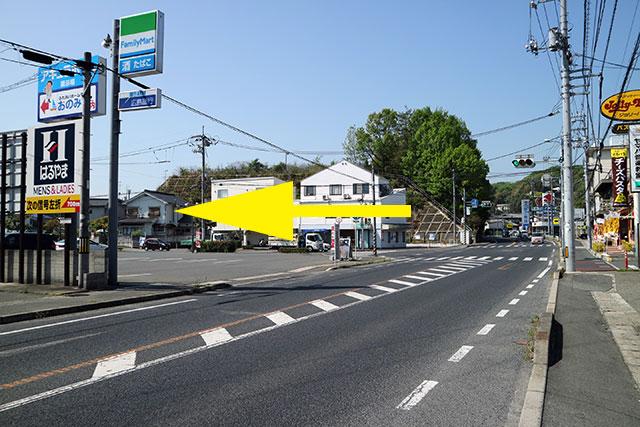 国道2号線・今宮東交差点(右手にジョリーパスタ、左手にファミリーマート)を左折