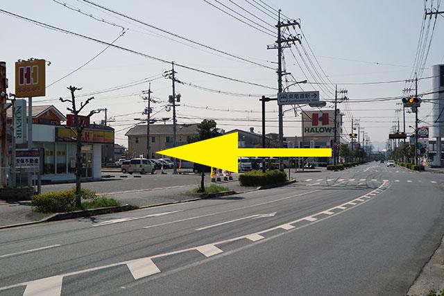 東尾道駅方面へ道なりに進み、東新涯中央交差点(左手にほかほか弁当)を左折