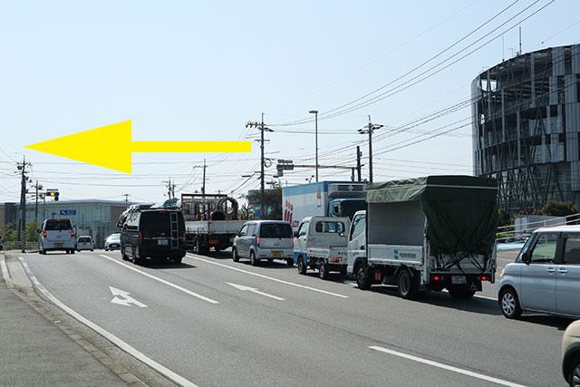 消防防災センター前交差点(右手に尾道消防局)を左折して下さい。